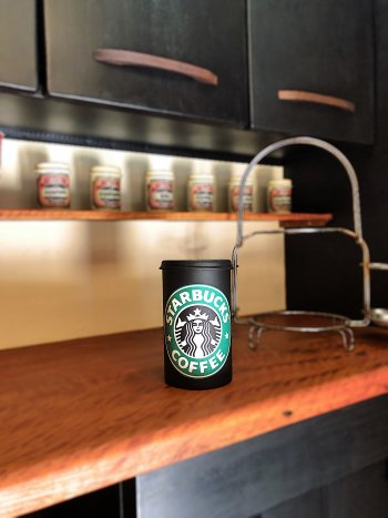 Pote para  Condimento com  logo do Starbucks